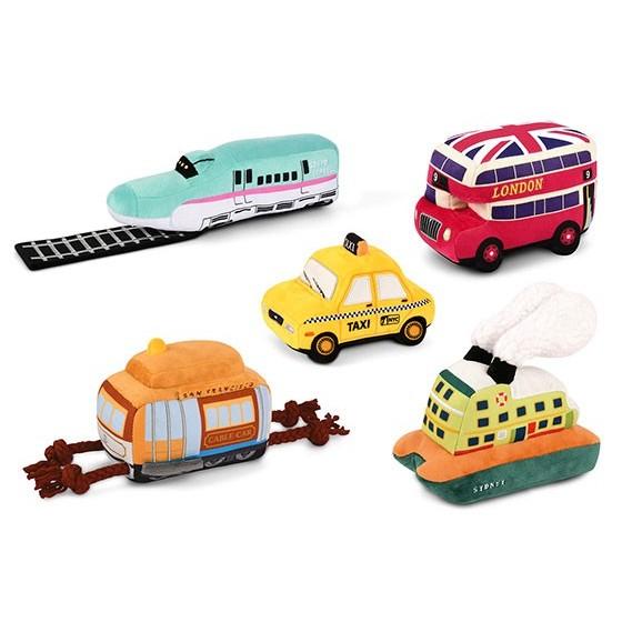 Play P.L.A.Y. Canine Commute hondenspeelgoed knuffel Engelse dubbeldekker bus, Amerikaanse taxi, boot voertuig